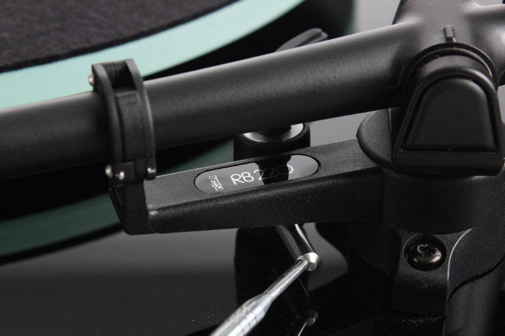 Rega RB220 Toonarm detail