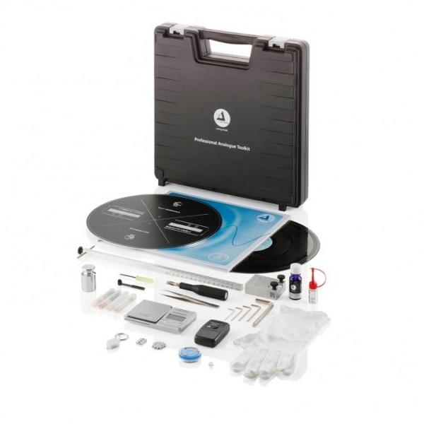 Overzichtsfoto van de Clearaudio Professional Analogue Toolkit voor platenspelers en vinyl
